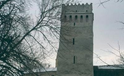 Az feketehalmi templomvár körítőfalának egyik tornya