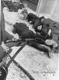 Foglyul ejtett államvédelmis katonák kivégzése a Köztársaság téren