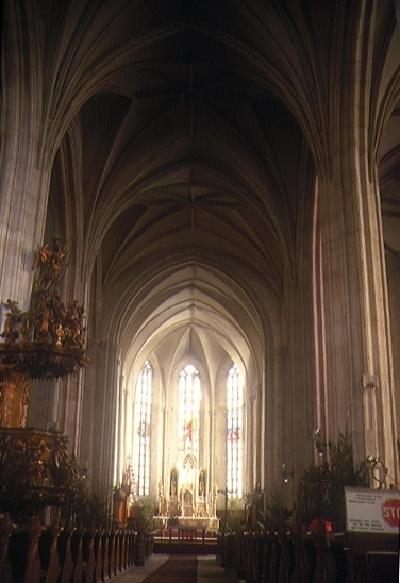A kolozsvári Szent Mihály plébániatemplom belseje kelet felé nézve