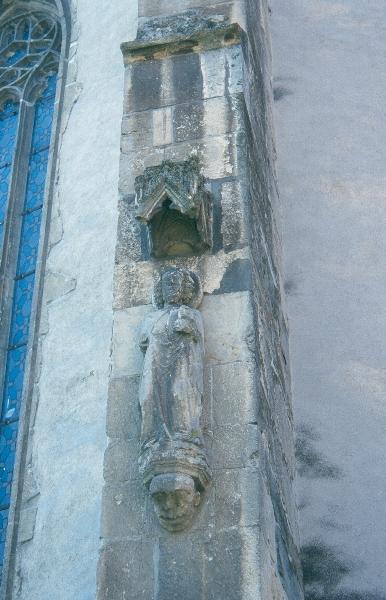 A szászsebesi plébániatemplom - késő-gótikus baldachinos szoboralak a templom támpillérén