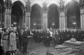 A korona és a koronázási ékszerek ünnepélyes átadásán Cyrus Vance beszél